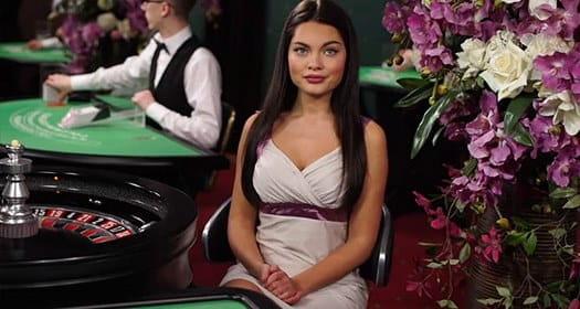 Live-Roulette-Spiel und ein Dealer von Evolution Gaming