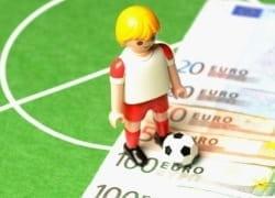 Legofigur auf Euroscheinen