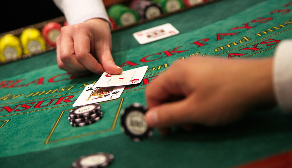 Blackjack Strategy Guide with Secrets & Basic Tips